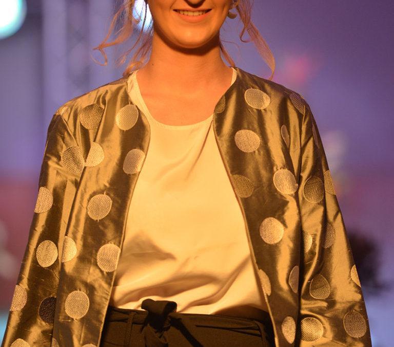 Création d'une veste en soie sauvage.